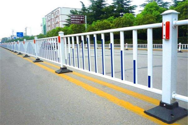 长期销售高速公路拦截栏杆,pvc护栏生产厂家
